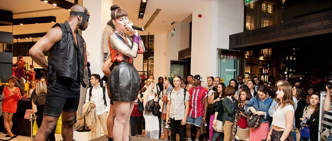 Vogue's Fashion Night Out : Experiential Fashion Event